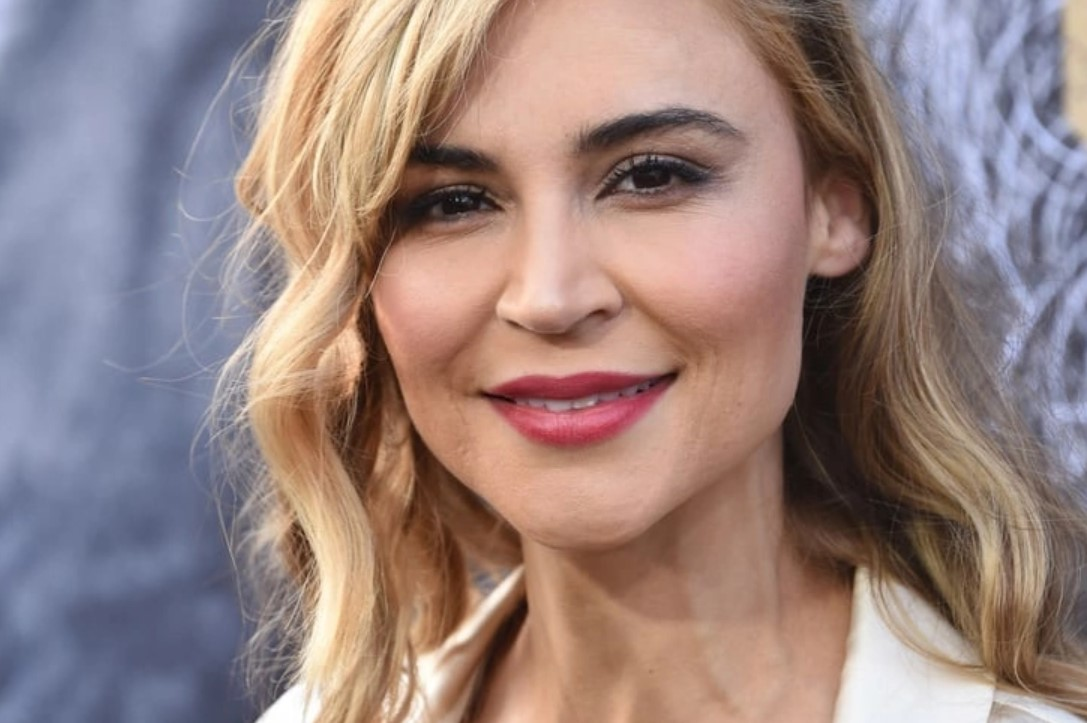 SAMAIRE ARMSTRONG - JAPANESE, AMERICAN